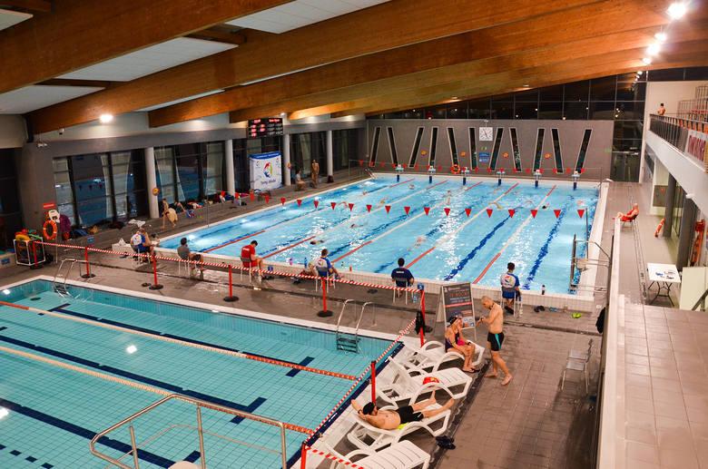 Nocny maraton pływacki już w ten weekend. Jeszcze można się zapisać!