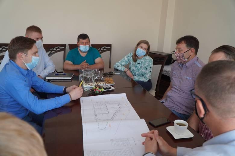 Wykonawcą budowy pasażu handlowego przy ul. Sokołowskiej 9 w Golubiu-Dobrzyniu będzie lokalna firma - P.H.U. Gra-Mar. Jej przedstawiciele spotkali się