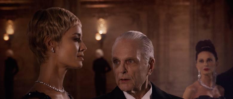 """""""Dolina Bogów"""" w reżyserii Lecha Majewskiego, to współczesna baśń dla dorosłych, opowiadająca m.in. o najbogatszym człowieku świata."""