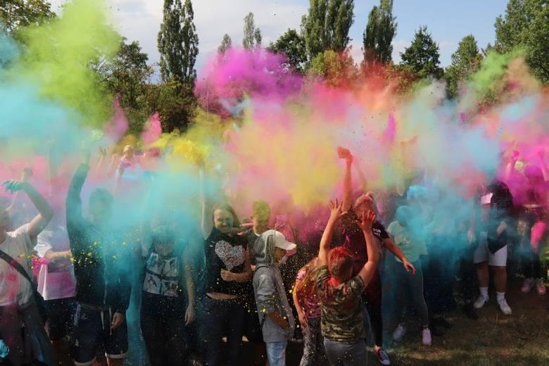 Kolor Fest w Łodzi! Byliście? Zobaczcie zdjęcia, jak łodzianie sypali się kolorami