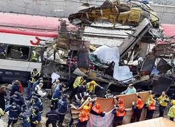 Rankiem 11 marca 2004 roku w pociągach dowożących ludzi z podmiejskich okolic do pracy w Madrycie eksplodowało 10 z 13 podłożonych bomb. Zginęło 191
