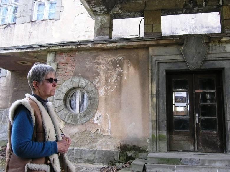 Stanica harcerska w Górkach Wielkich, w której ostatnie lato spędzili bohaterowie Kamieni na szaniec, popada w ruinę.