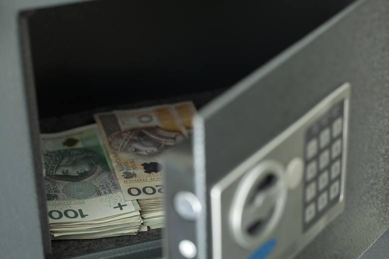 W czasie gdy posiadaczom oszczędności przydałyby się możliwości korzystnego ich lokowania, a firmom i gospodarce potrzeba dopływu kapitału, udział rodzimych