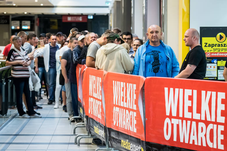 Dziś o godzinie 7 odbyło się wielkie otwarcie sklepu Media Expert w Focus Mall Bydgoszcz. Pierwszy klienci pojawili się już na kilka godzin przed otwarciem.Kolejny