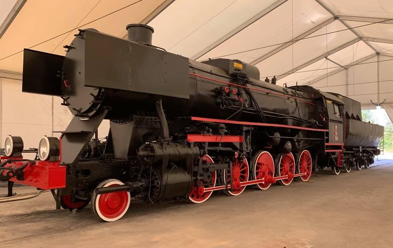 Zabytkowy parowóz stanie w centrum Kędzierzyna, przy dworcu kolejowym