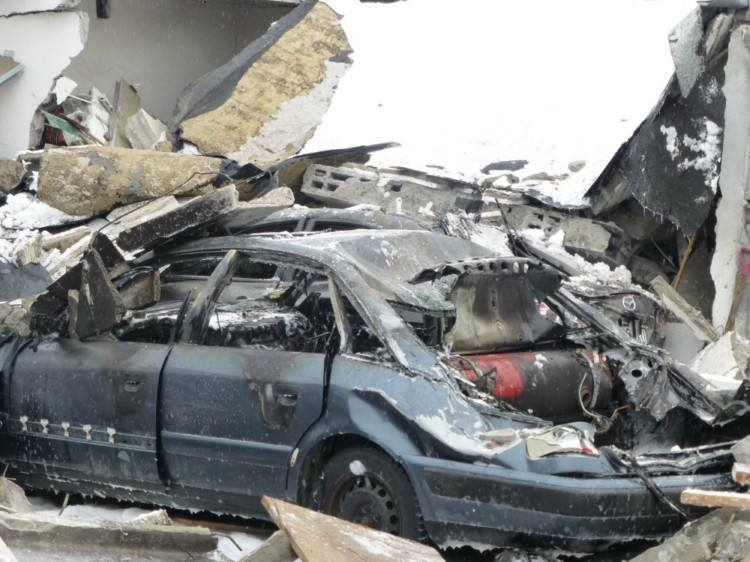 Ul. Kolejowa. Wielki wybuch rozniósł garaże i uszkodził auta. Ciężko ranny Białorusin (zdjęcia, wideo)