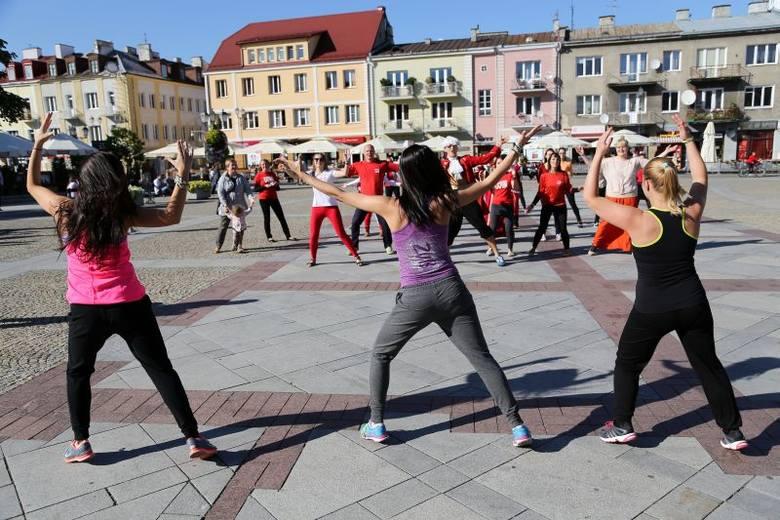 Rynek Kościuszki. Szlachetna Paczka tańczyła poloneza (zdjęcia, wideo)