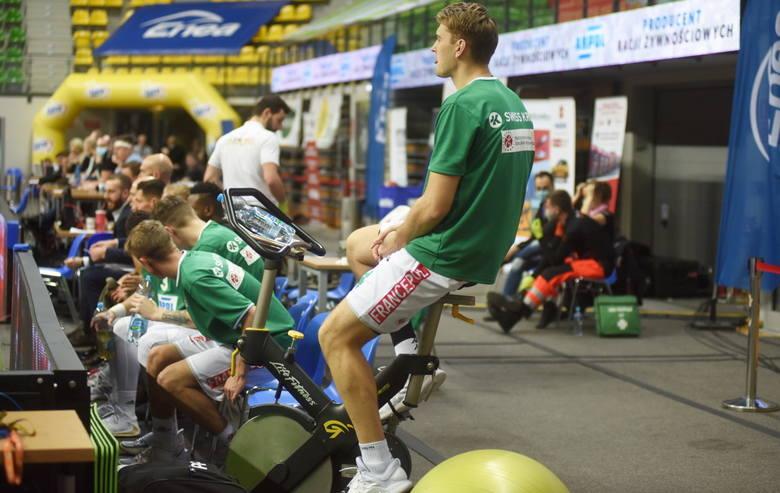 Koszykarze Zastalu Zielona Góra wygrali ze Stalą Ostrów 105:85.
