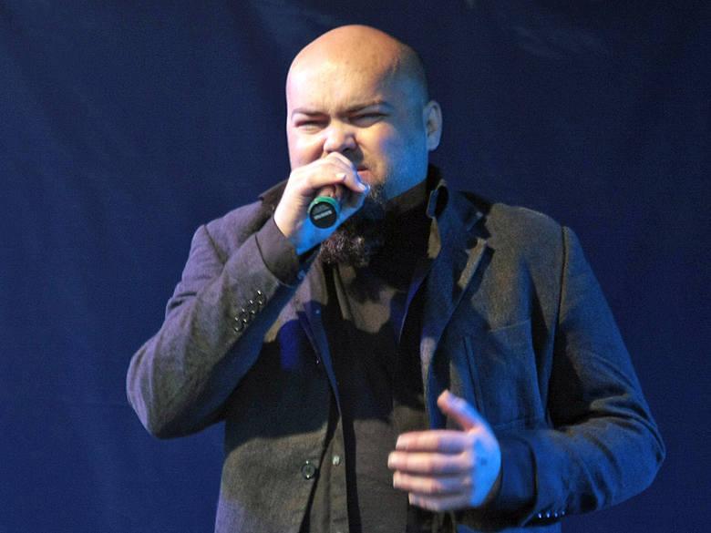 Przemek Cackowski z Grudziądza był jednym z wielu artystów niepełnosprawnych, którzy zaśpiewali utwory Bogusława Meca