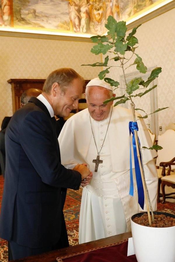 Donald Tusk u papieża Franciszka, a w internecie pytania, gdzie jest Leszek Jażdżewski