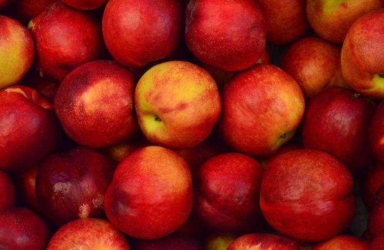 JabłkaCena za 1 kg jabłek polskich na wagę:marzec 2019: 7,19 złmarzec 2020: 2,34 złCeny oparte o miesięczną średnią ogólnokrajową, wyliczoną przez d