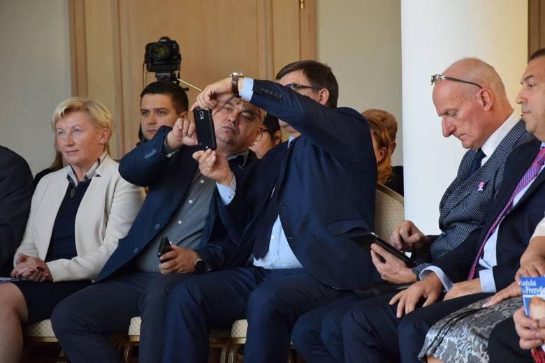 W czasie konwencji w Nowej Soli tematem przewodnim było odwołanie ze stanowiska wicewojewody lubuskiego Roberta Palucha. Jak politycy PiS komentują decyzję