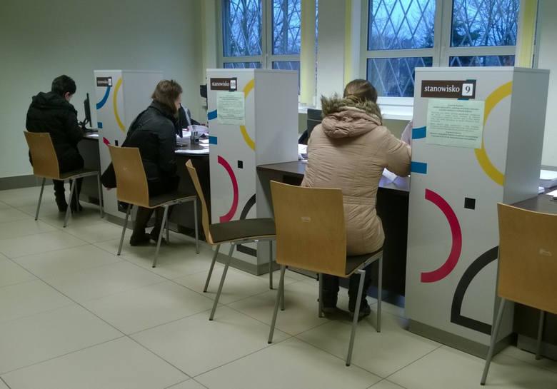 """Badanie """"Sprawiedliwość społeczna programu 500 plus"""" przeprowadził portal ciekaweliczby.pl. 53 proc. uważa za sprawiedliwe rozszerzenie programu na pierwsze"""
