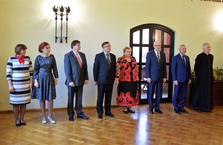 W Inowrocławskim ratuszu odbyła się uroczystość z okazji Dnia Edukacji Narodowej. Prezydent Ryszard Brejza nagrodził wyróżniających się nauczycieli i