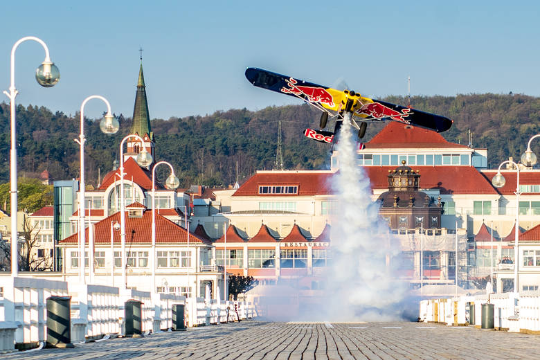 Łukasz Czepiela wylądował samolotem na molo w Sopocie. Zobacz zdjęcia i wideo!