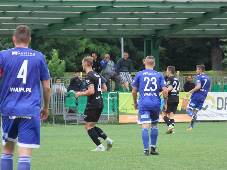 Piłkarze toruńskiej Elany zwyciężyli 2:0 z Mieszkiem Gniezno w sobotnim meczu sparingowym. W pierwszej połowie Elana zagrała w mocno eksperymentalnym
