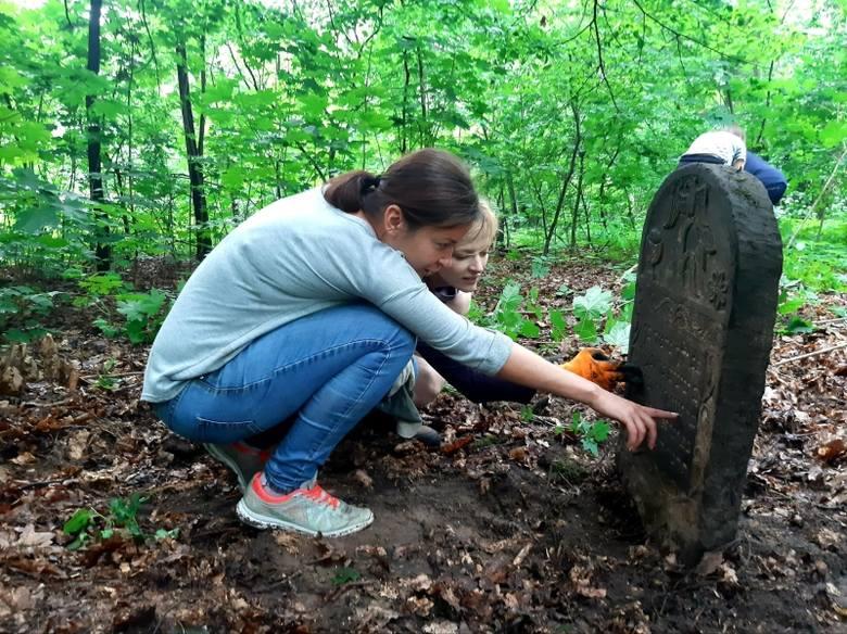 W niedziele wielkie sprzątanie cmentarza żydowskiego w Łodzi. Każdy może przyjść i pomóc