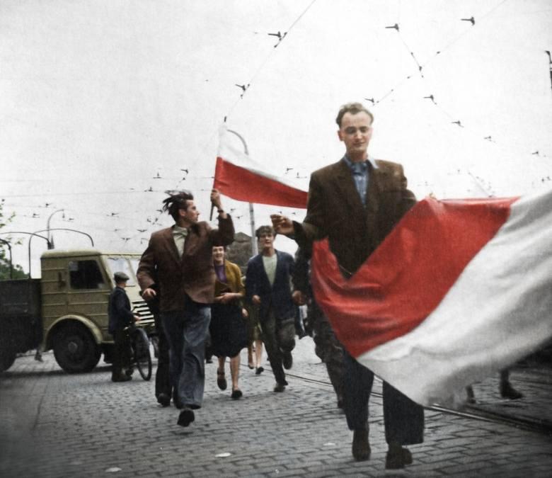 - Mamy chyba jakieś kompleksy i dlatego musimy mieć pierwsze powstanie w PRL. Poznań był pierwszym miastem, które się zbuntowało na taką skalę - nikt nam tego nie odbierze. Podobną sytuację mieliśmy z Powstaniem Wielkopolskim, gdzie historycy na podstawie ankiet kombatantów naliczyli 10 tysięcy...