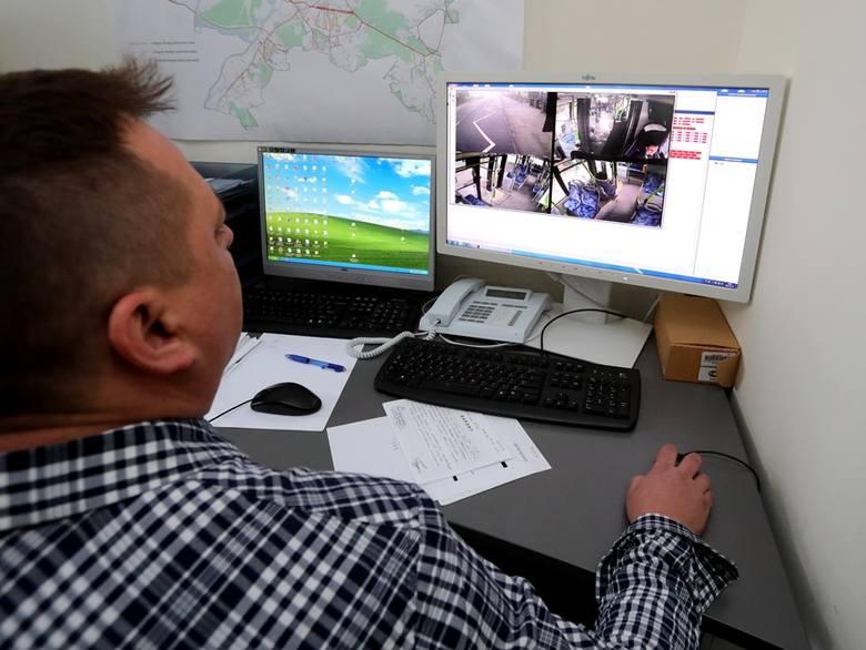 Na tych monitorach można podejrzeć widok z kamer znajdujących się w wewnątrz pojazdów komunikacji miejskiej. Zapisy są często udostępniane policji w celu wyjaśnienia spraw np.: kradzieży.