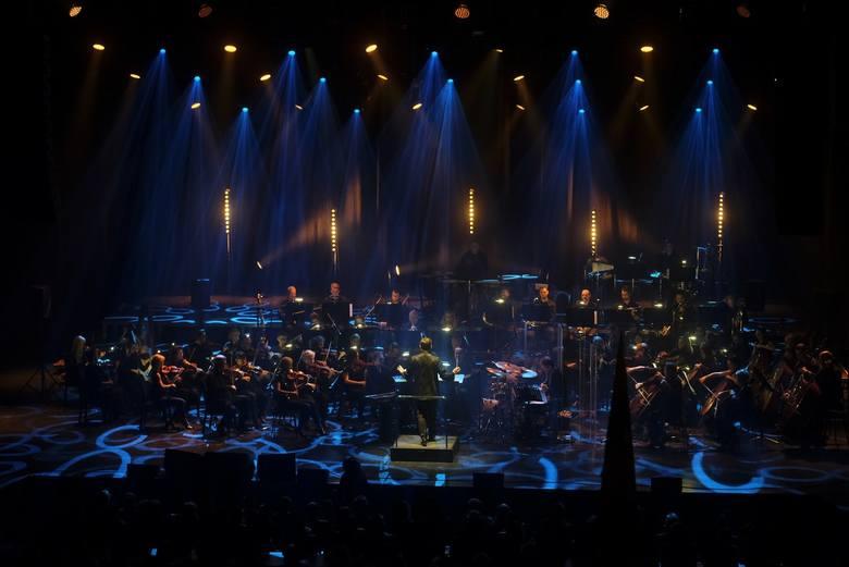 """Koncert """"Grzegorz Ciechowski Symfonicznie"""" to jedno z wydarzeń towarzyszących cyklowi imprez pn. """"Dni Grzegorza Ciechowskiego"""". Oto"""