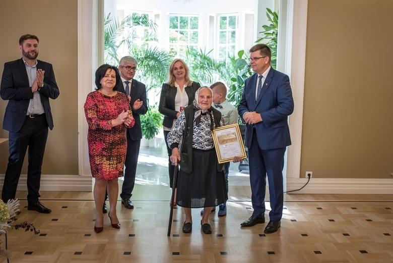 W ubiegłorocznej edycji konkursu nagrodzony I miejscem został dom w miejscowości Soce, który od pokoleń należy do rodziny Nadziei Andrejuk (na zdjęciu
