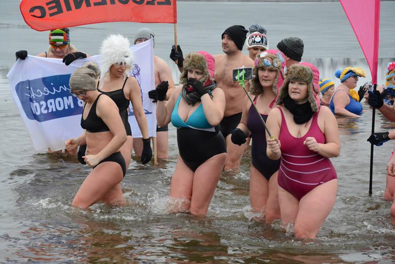 Już po raz dziewiąty odbyły się Drawskie Spotkania Morsów. W niedzielę w kąpieli w zimnych wodach jeziora Lubie wzięło udział 150 morsów z 16 klubów.