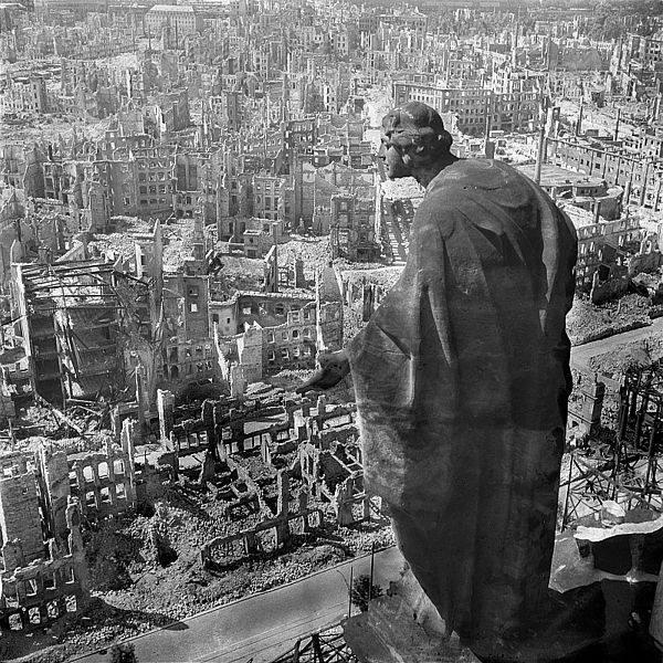 Widok na zbombardowane Drezno