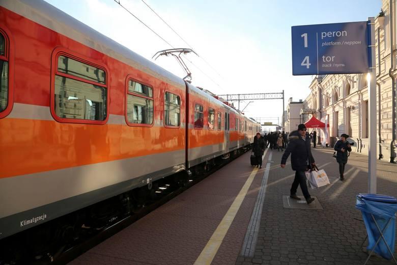 Już wcześniej kolejowi przewoźnicy zawiesili wszystkie połączenia międzynarodowe. Z podlaskiego przestał kursować np. pociąg do Kowna. Wobec licznych