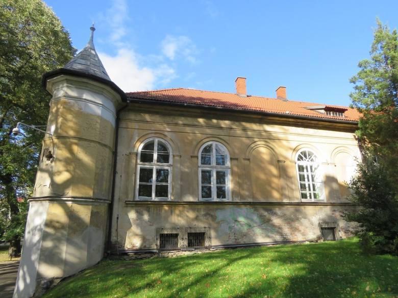 W Pałacu Bobrowskich w Andrychowie schroniła się kiedyś Konfederacja barska. Dziś obiekt popada w ruinę, choć widać jeszcze dawne piękno