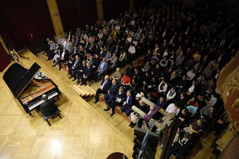 Recital Jeffreya Swanna w Dworze Artusa zainaugurował turznieński konkurs