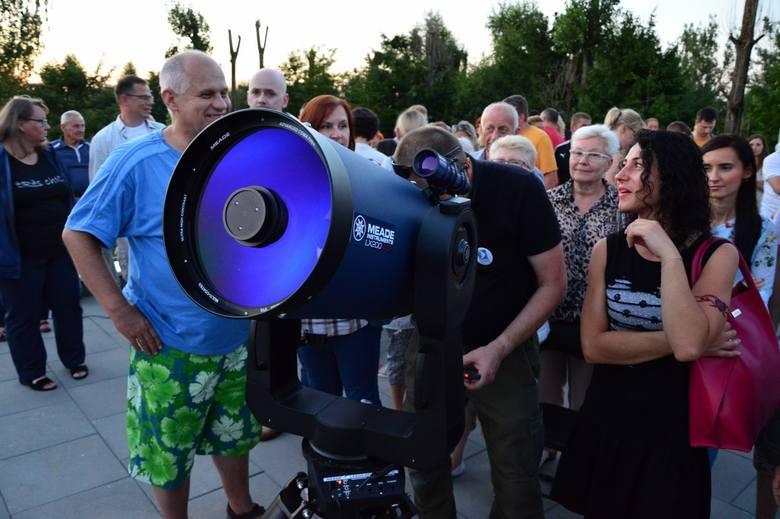 W piątek wieczorem w obserwatorium astronomicznym w Koszalinie zebrały się tłumy mieszkańców. Wszyscy chcieli choć na chwile spojrzeć w rozstawione tu
