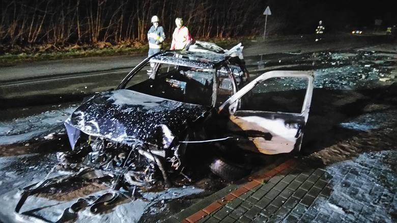 Do groźnego zdarzenia doszło minionej nocy w Słowenkowie (gmina Świdwin). Auto osobowe uderzyło w przystanek autobusowy.Z wstępnych ustaleń przekazanych