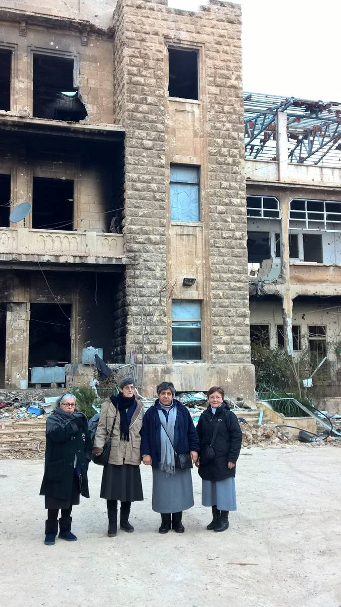 Wiele miejsc jest jeszcze zaminowanych - mówi s. Brygida (pierwsza z prawej).