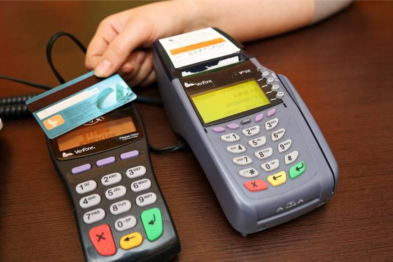 Płatność kartą zbliżeniowo. Od 14.09.2019 będzie wymagane potwierdzenie kodem PIN co piątej transakcji kartą.