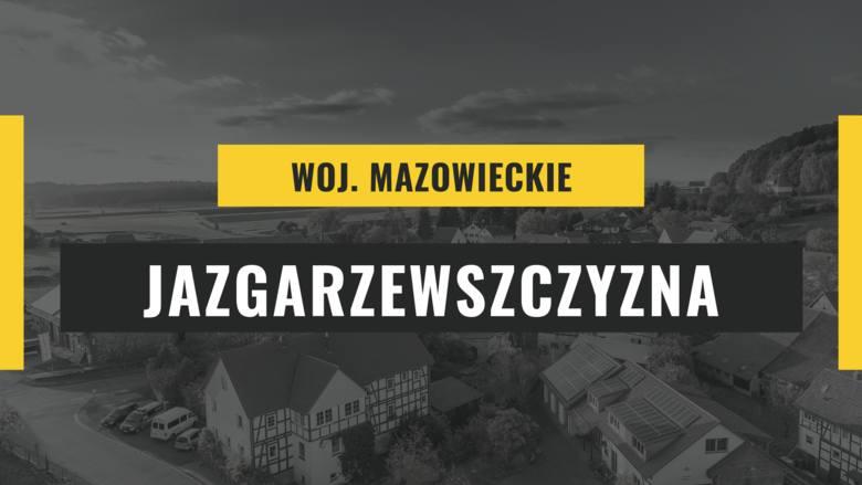 To niewielka wieś w województwie mazowieckim, nieopodal Warszawy. Jej nazwę niełatwo wymówić głównie ze względu na sporo szeleszczących głosek. Pochodzi