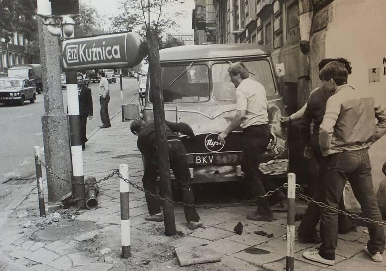 Oto kolejne zdjęcia z archiwum Gazety Współczesnej. Czy kiedyś na drogach było bezpieczniej? Wcale nie. Zobacz zdjęcia z wypadków z całego regionu. Zdecydowana