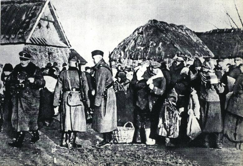 Mieszkańcy Zamojszczyzny w czasie niemieckiej akcji wysiedleńczej, 1942/1943.