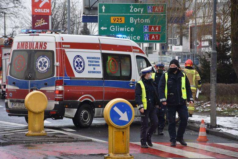 Wypadek w Rybniku na Wyzwolenia, w okolicach przejścia dla pieszych