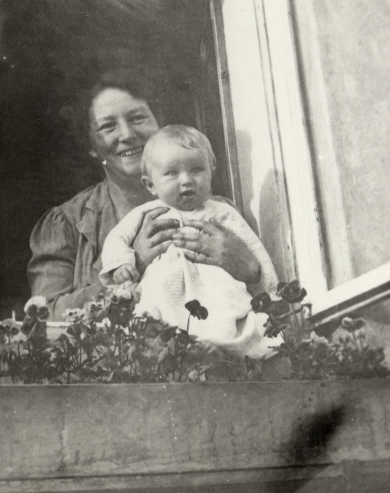 Maria z Wojciechowskich Zarębina z synkiem Stanisławem<br />