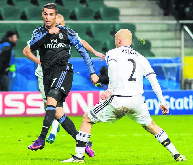 Cristiano Ronaldo (z lewej) to największa gwiazda Realu Madryt. Przez dwa lata grał w jednej drużynie z Jerzym Dudkiem.