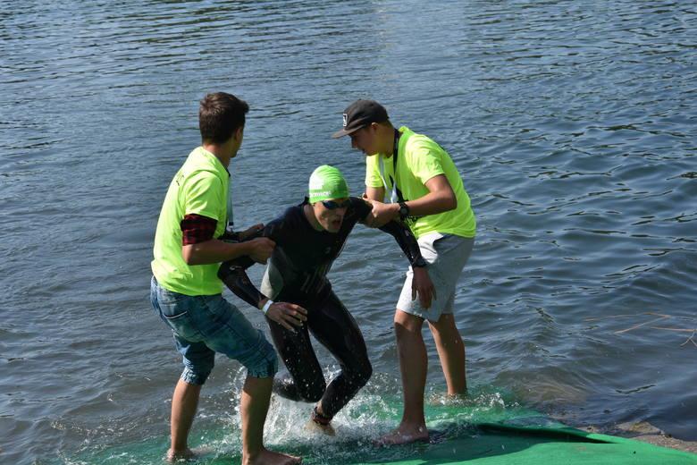 """Start i meta były w Parku Wypoczynkowym Lisiniec. Pływano w akwenie """"Pacyfik"""", potem trasa kolarska wiodła przez całe miasto i kończono"""