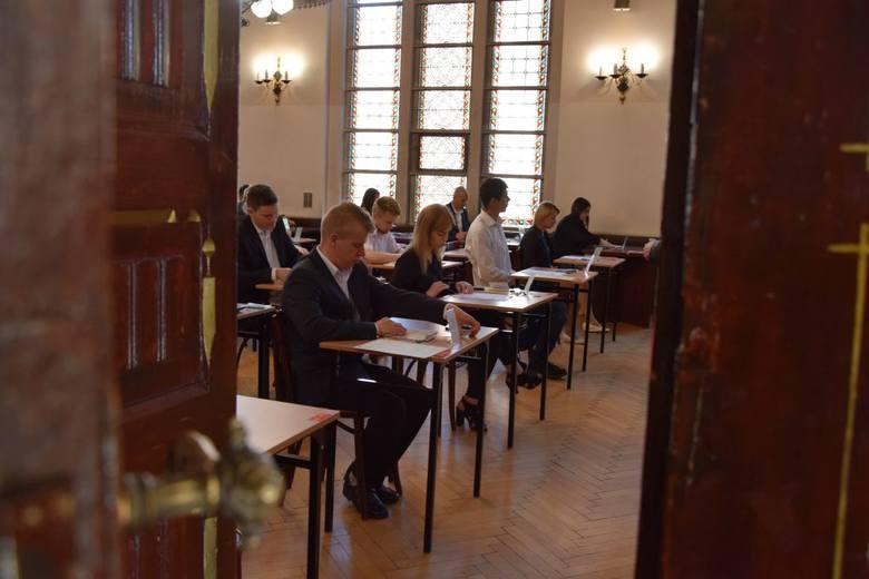 Do egzaminu maturalnego z matematyki przystąpiło 44 absolwentów Liceum Ogólnokształcącego dla Dorosłych w Centrum Kształcenia Ustawicznego w Grudziądzu.