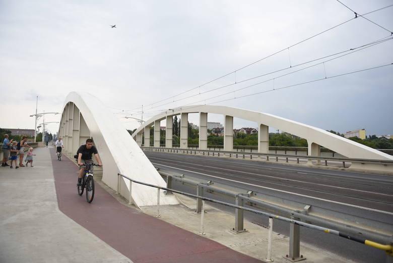 Most Rocha. Dzisiejsza konstrukcja tego najładniejszego mostu w Poznaniu została ukończona w 2004 roku