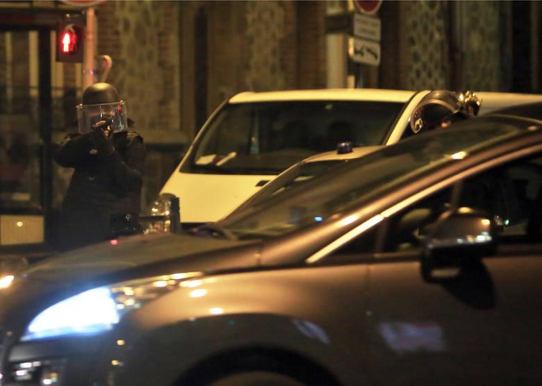 Akcji policji i wojska w podparyskim Saint-Denis