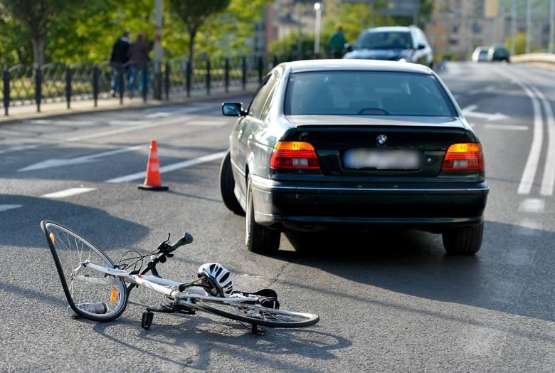 Do wypadku doszło w piątek na Placu Świętego Floriana w Przemyślu.- Kierujący BMW, 40-letni mieszkaniec Przemyśla wyjeżdżając z ul. Okulickiego w kierunku