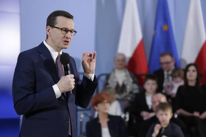 Rozszerzony program 500+ ma być wypłacany we wrześniu, ale z wyrównaniem za poprzednie dwa miesiące - zapowiedział premier Matusz Morawiecki.