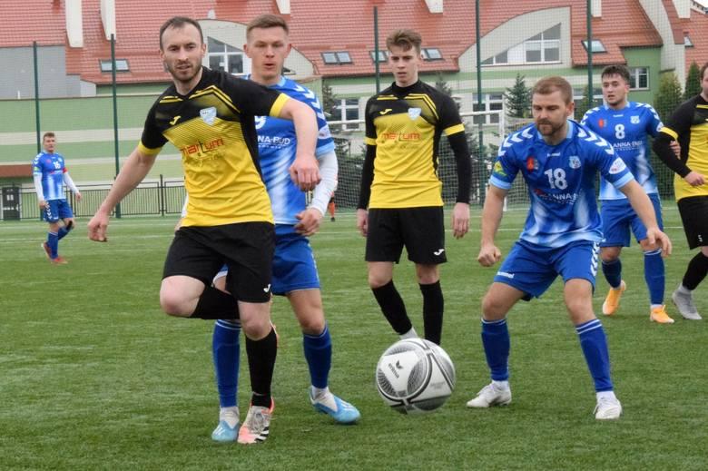 W ciekawym meczu czwartej ligi rozegranym na boisku ze sztuczną nawierzchnią w Nowinach Orlicz Suchedniów przegrał z Moravią Anna-Bud Morawica 0:2 (0:1).