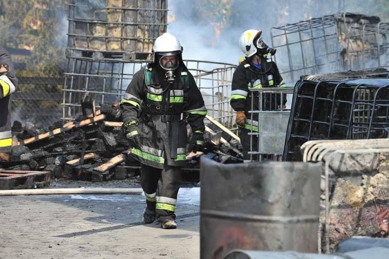 40 strażaków gasiło pożar w hurtowni motoryzacyjnej w Rzeszowie