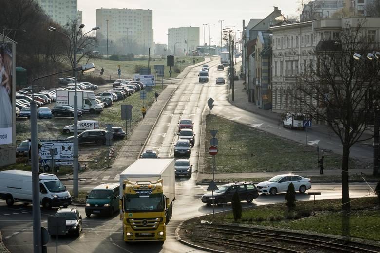 Pod koniec 2018 roku podpisana została umowa na przebudowę ulicy Kujawskiej w Bydgoszczy. Inwestycja ma zostać oddana do użytku za niespełna dwa lata