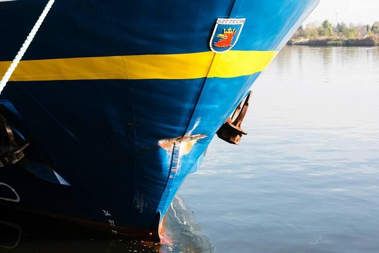 Nawigator XXI uderzył w nabrzeże wojskowe w Świnoujściu. Uszkodzony, samodzielnie wrócił do portu